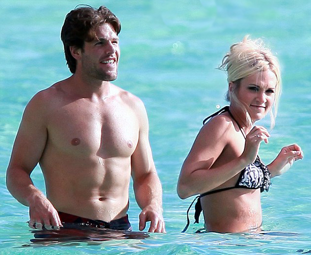 Carrie Underwood's Husband: Mike Fisher & Carrie